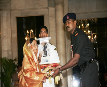 Naib Subedar Varghese Johnson receiving