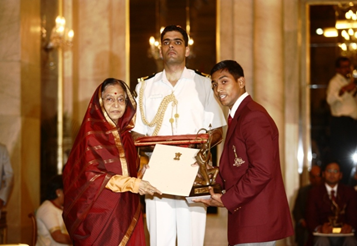 Subedar K Ravi Kumar receiving