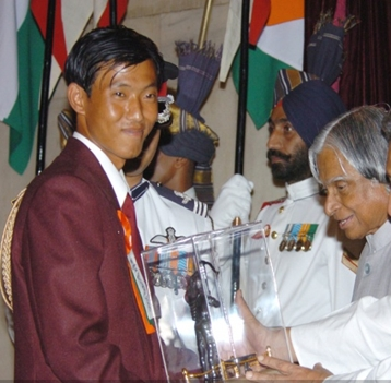 images/Arjuna_Award/Subedar_Tarundeep_Rai_receiving_new.jpg