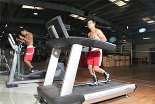 Olympian_Devendro_Singh_under_going_Endurance_Training_on_Treadmill07.jpg